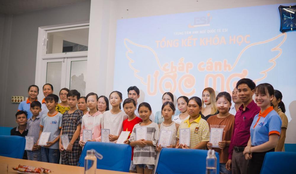Tổng kết khoá học tiếng Anh miễn phí cho học sinh có hoàn cảnh khó khăn
